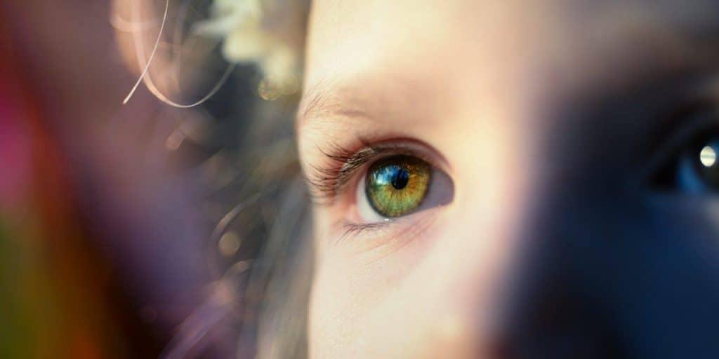 Để đôi mắt luôn sáng khỏe, đừng quên bổ sung vitamin C