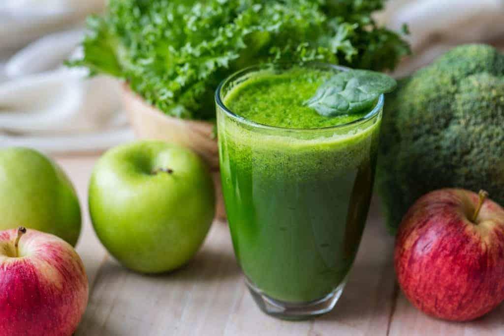 Sinh tố rau bina, táo, chuối là thức uống bổ mắt, hỗ trợ phòng ngừa các bệnh về mắt rất hiệu quả