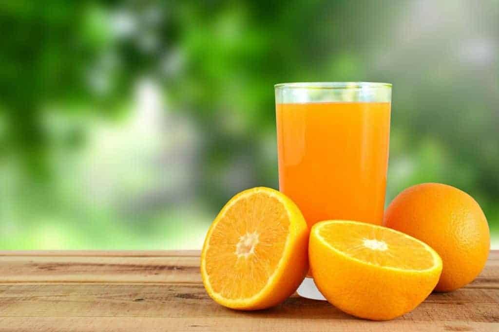 Uống nước ép cam vừa sáng mắt lại đẹp da