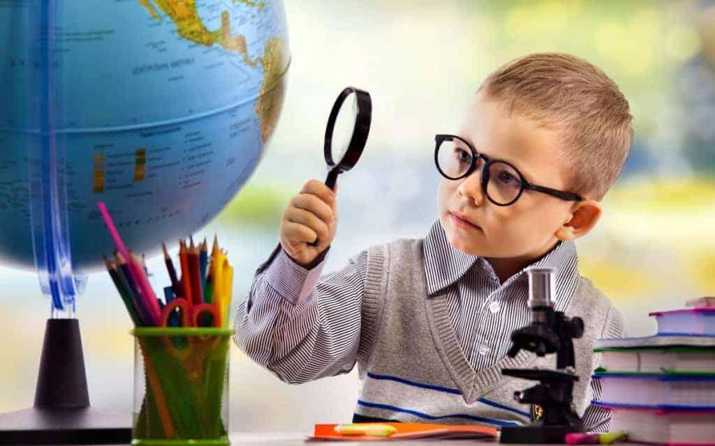 Độ tuổi cận thị ngày càng trẻ hóa khiến nhu cầu sử dụng thuốc bổ mắt cho trẻ em cũng tăng theo