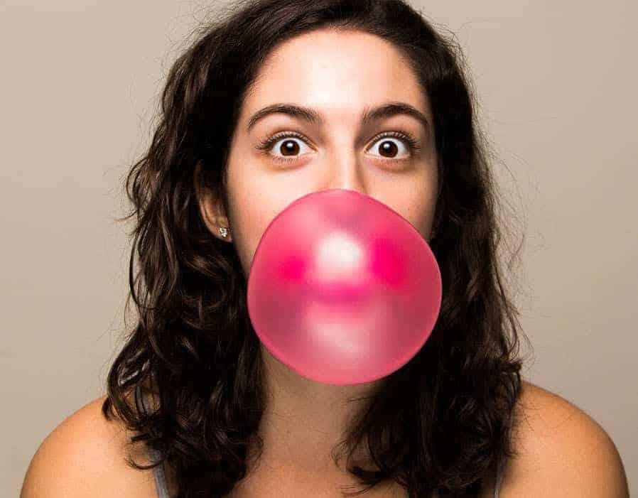 Nhai kẹo gum giúp giảm bớt căng thẳng và mệt mỏi