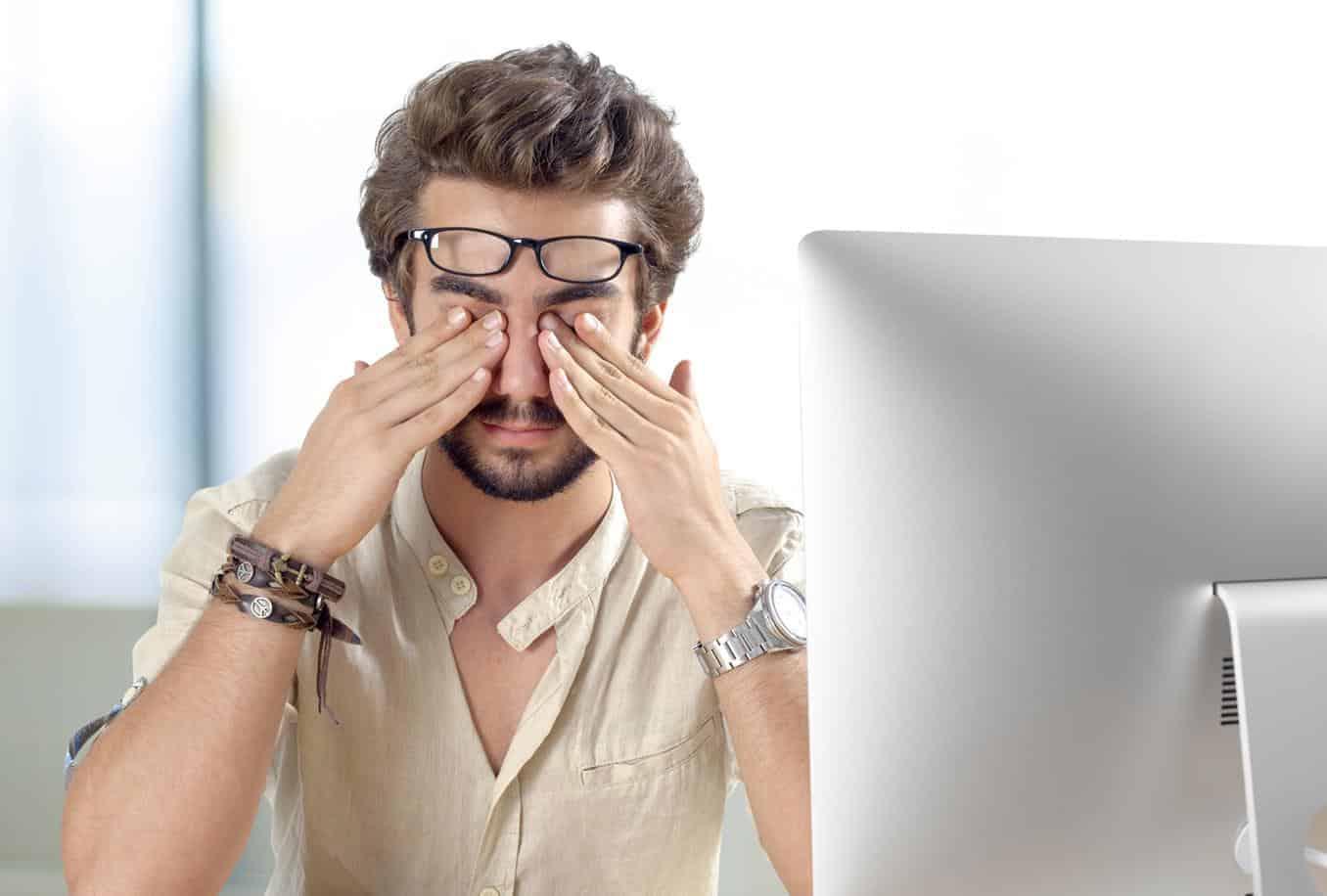 Thuốc bổ mắt là sản phẩm không thể thiếu cho những người thường xuyên làm việc với máy tính