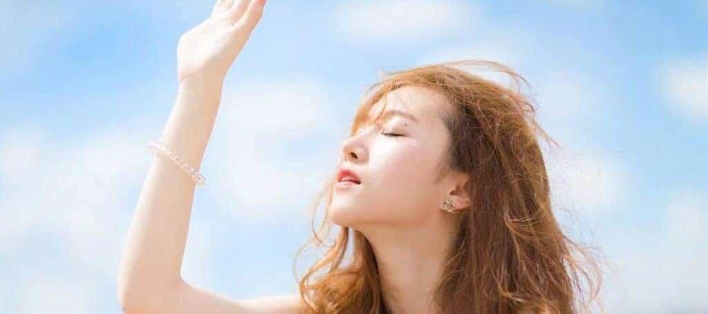 Tia UV trong ánh nắng mặt trời khiến làn da nhanh bị lão hóa