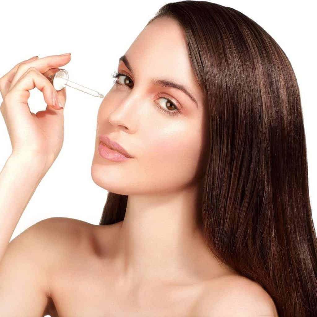 Dùng serum Vitamin C giúp chống lão hóa, làm trẻ hóa làn da